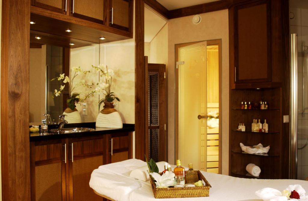 best western premier castanea resort hotel l neburg viamichelin informatie en online reserveren. Black Bedroom Furniture Sets. Home Design Ideas