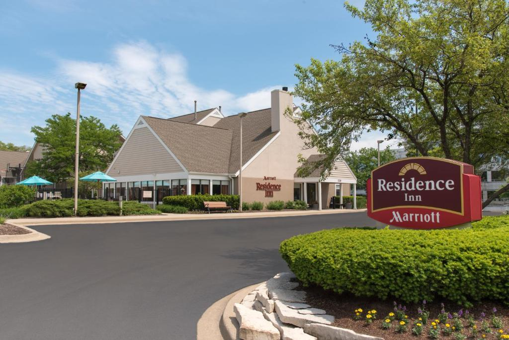 Residence Inn Chicago Deerfield Deerfield Book Your Hotel With Viamichelin