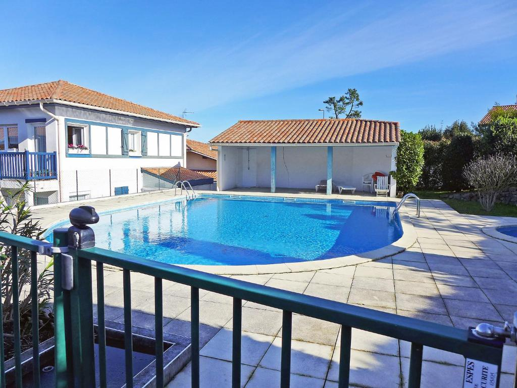 Apartment hendaye france hendaye for Piscine hendaye