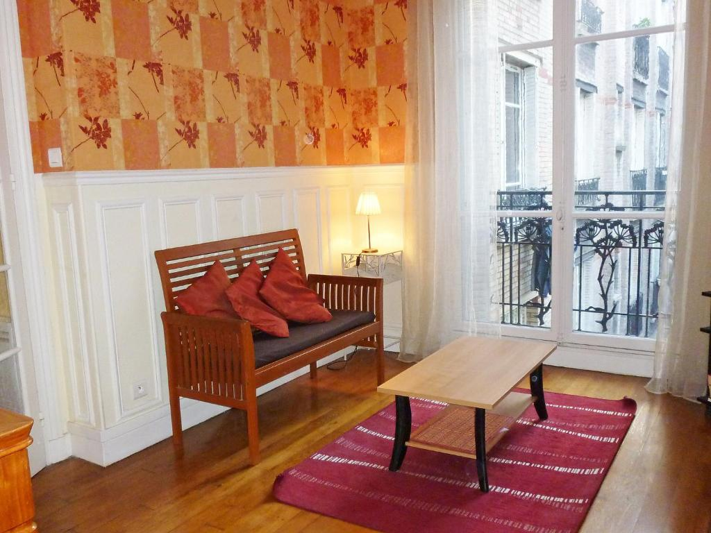 Apartment apt rue nelaton paris france for All paris apartments