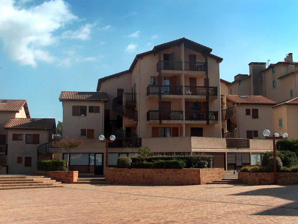 Appartement balcons du port appartement in capbreton in for Appart hotel hossegor