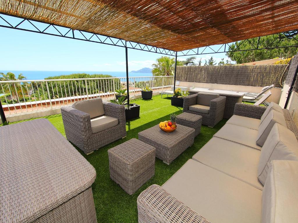 apartment les jardins de babylone cannes book your hotel with viamichelin. Black Bedroom Furniture Sets. Home Design Ideas