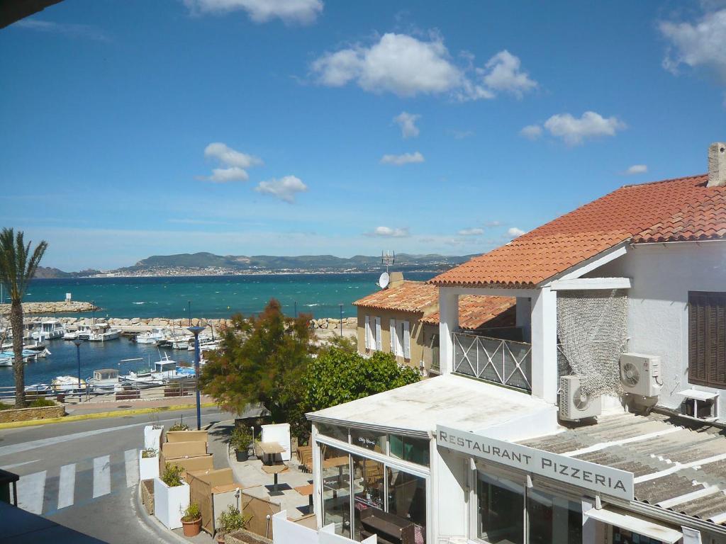 maison de la corniche locations de vacances saint cyr sur mer. Black Bedroom Furniture Sets. Home Design Ideas