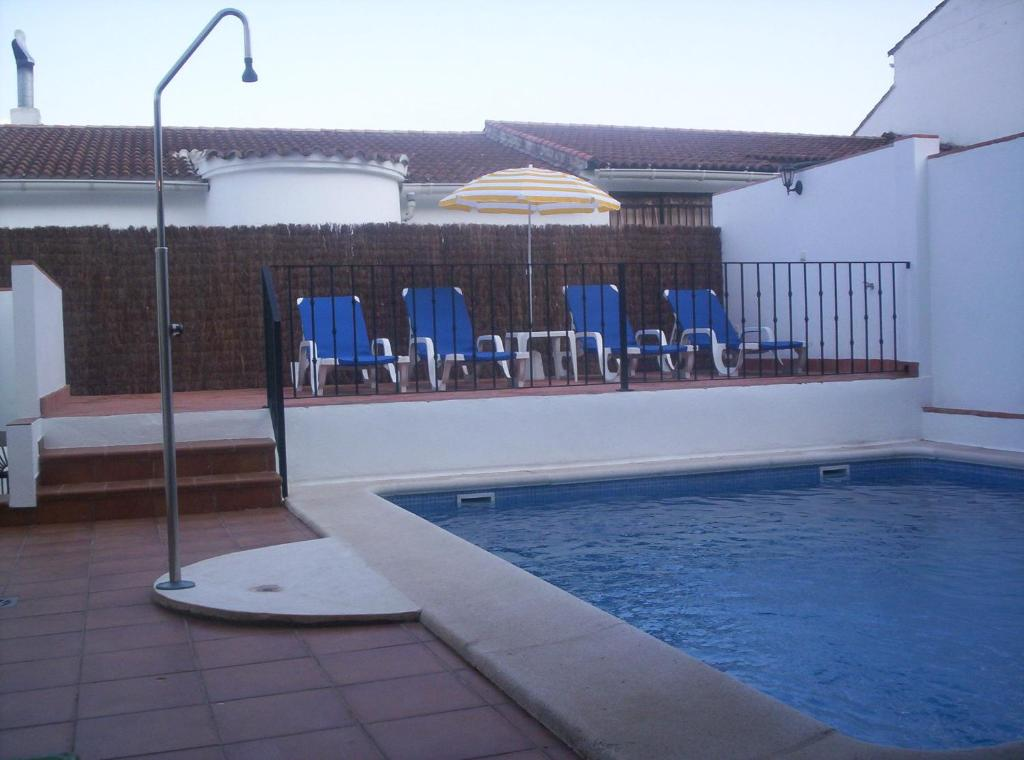 Apartamentos quercus ubrique reserva tu hotel con for Piscinas naturales grazalema