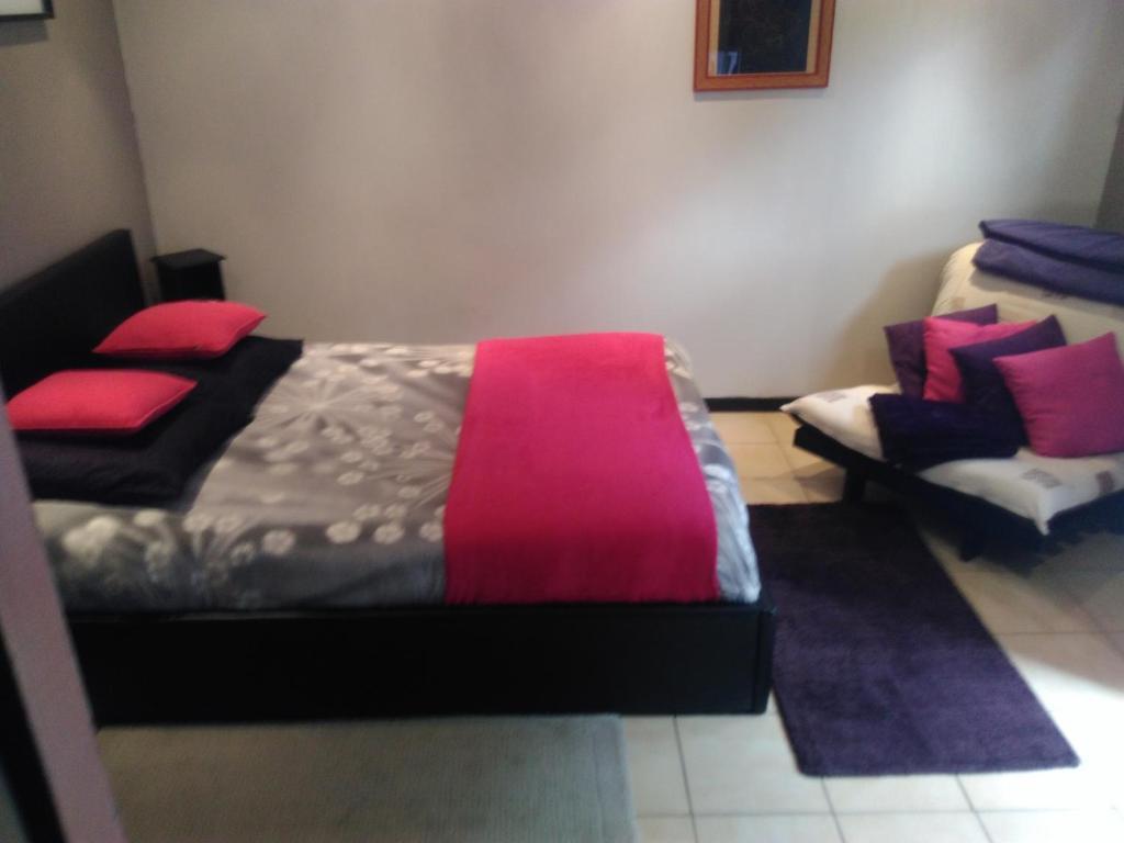 chambre d 39 h tes rue de meaux chambre d 39 h tes jossigny en seine et marne 77. Black Bedroom Furniture Sets. Home Design Ideas