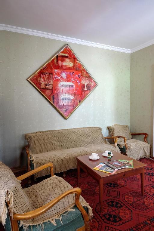 Apartment lado asatiani 60 r servation gratuite sur for Canape tbilisi