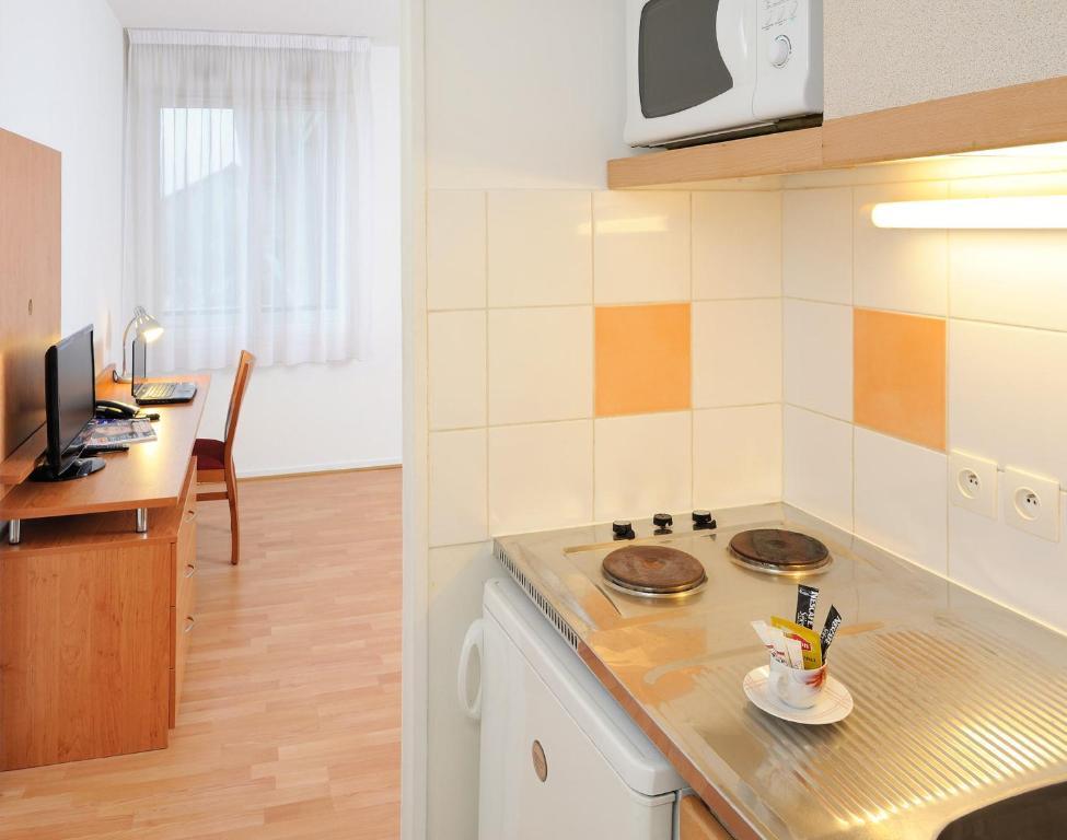 s jours affaires paris nanterre. Black Bedroom Furniture Sets. Home Design Ideas