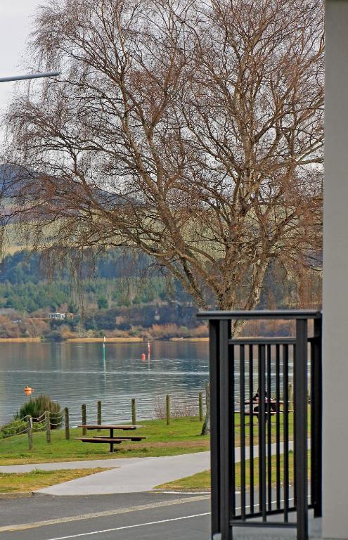Acacia lake view motel taupo informationen und for 300 lake terrace taupo