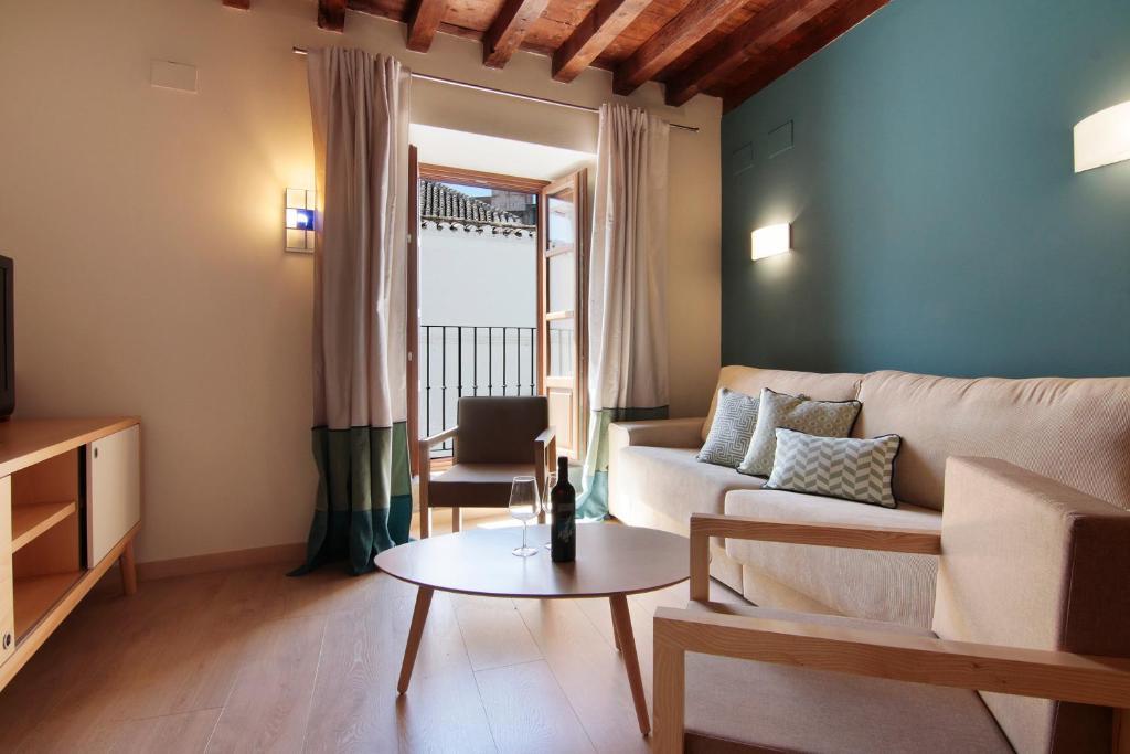 Casa de los neveros granada book your hotel with for Casa de granada