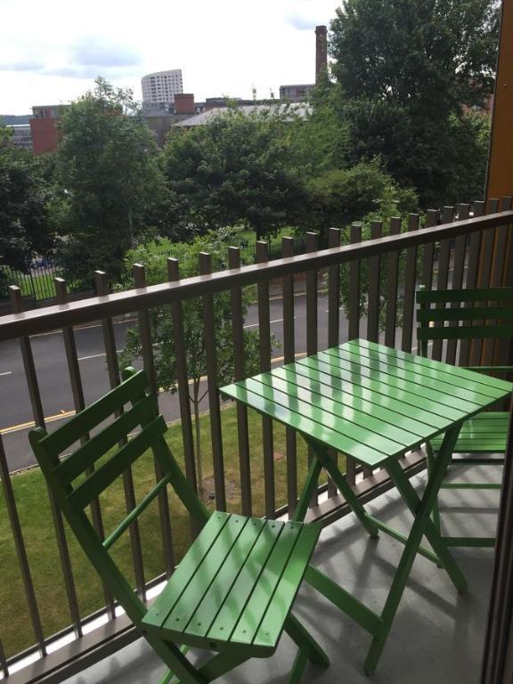 Saxton gardens apartment leeds uk for 02 academy balcony