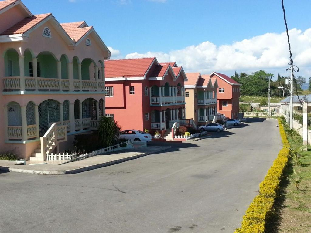 Apartment horizon heights mandeville jamaica for 2 bedroom apartment for rent in mandeville jamaica