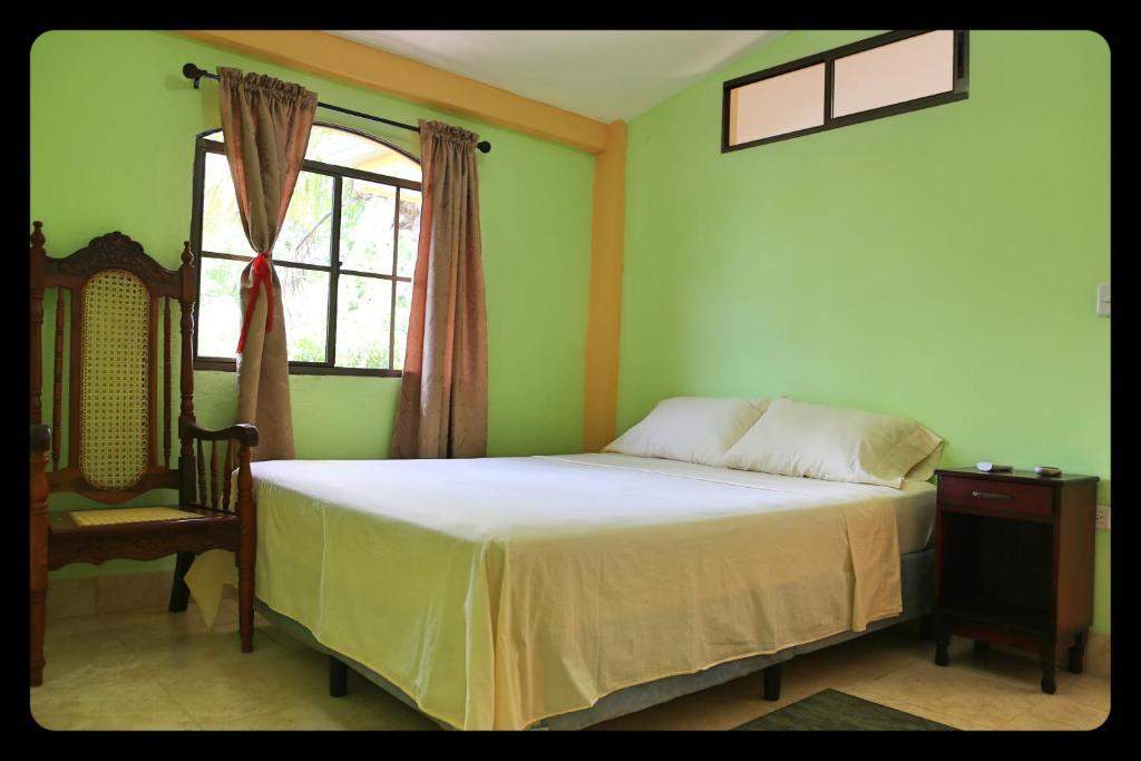 Hostal san antonio le n reserva tu hotel con viamichelin for Habitaciones familiares leon