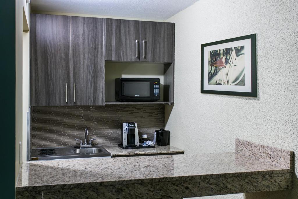 Nova Hotel Edmonton Yellowhead Trail