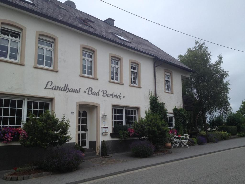 landhaus bad bertrich bed breakfast bad bertrich. Black Bedroom Furniture Sets. Home Design Ideas