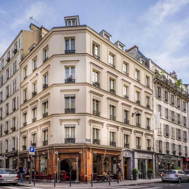 Art h tel batignolles paris online booking viamichelin for Hotels 75017