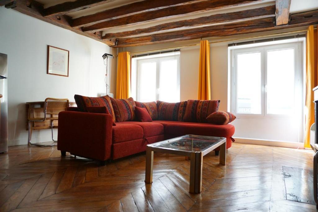 Apartment rue danielle casanova paris 1 francia par s for Garage danielle casanova