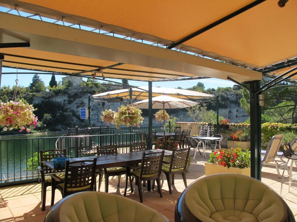 Um restaurante ou outro lugar para comer em Chambres d'Hôtes De Caïre Noù