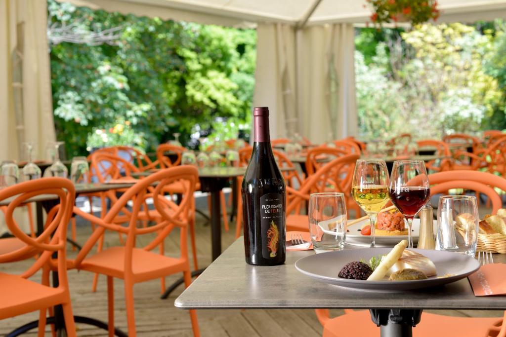 Le Bois Dormant Champagnole book your hotel with ViaMichelin # Hotel Le Bois Dormant Champagnole