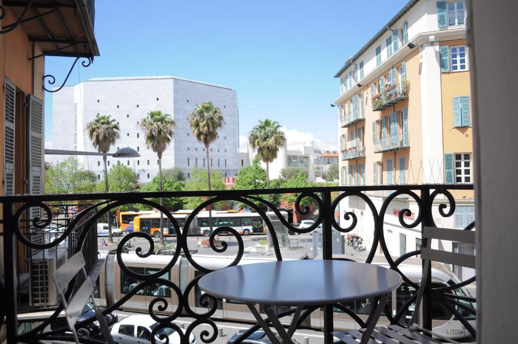 Apart hotel riviera old town promenade des anglais for Site anglais reservation hotel