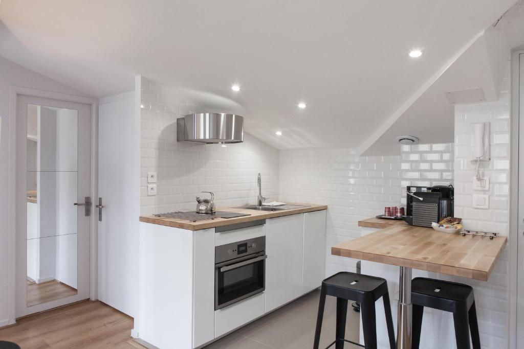 Grand th tre bright apartment locations de vacances bordeaux - Ustensiles de cuisine bordeaux ...