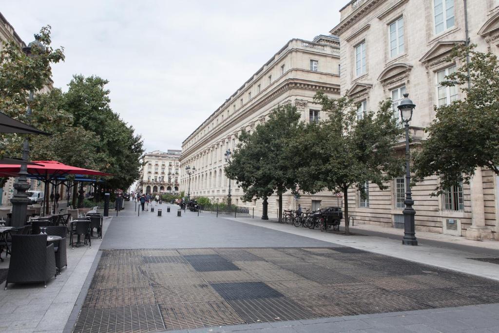 Grand th tre bright apartment locations de vacances bordeaux for Appartement bordeaux grand theatre