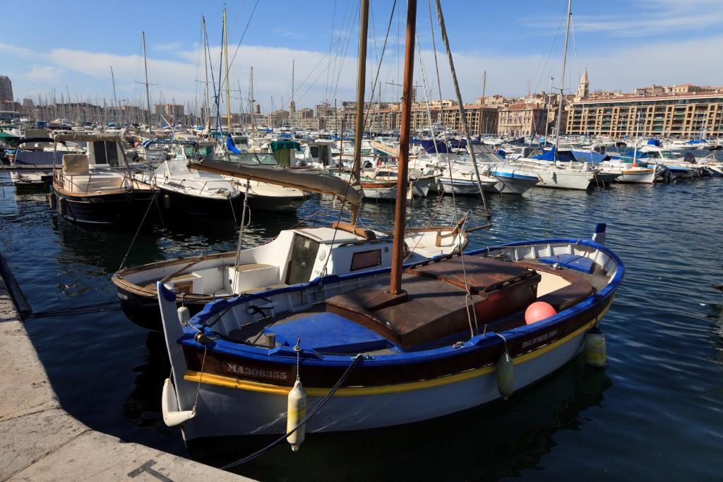 Les patios du vieux port r servation gratuite sur - Navette aeroport marseille vieux port ...