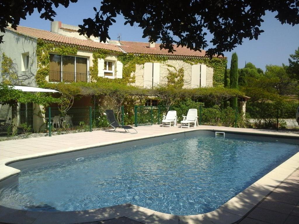 G te luberon 6 personnes avec piscine locations de for Piscine miroir vaucluse
