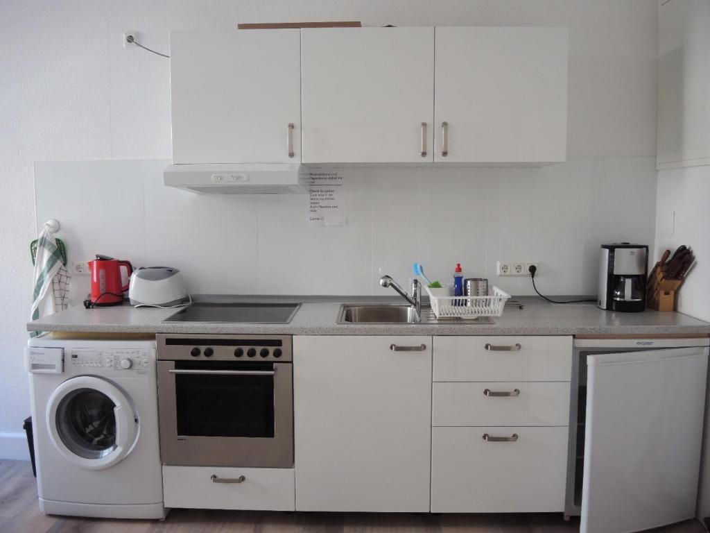apartamento ferienwohnung libell saarbr cken alemanha saarbr cken. Black Bedroom Furniture Sets. Home Design Ideas