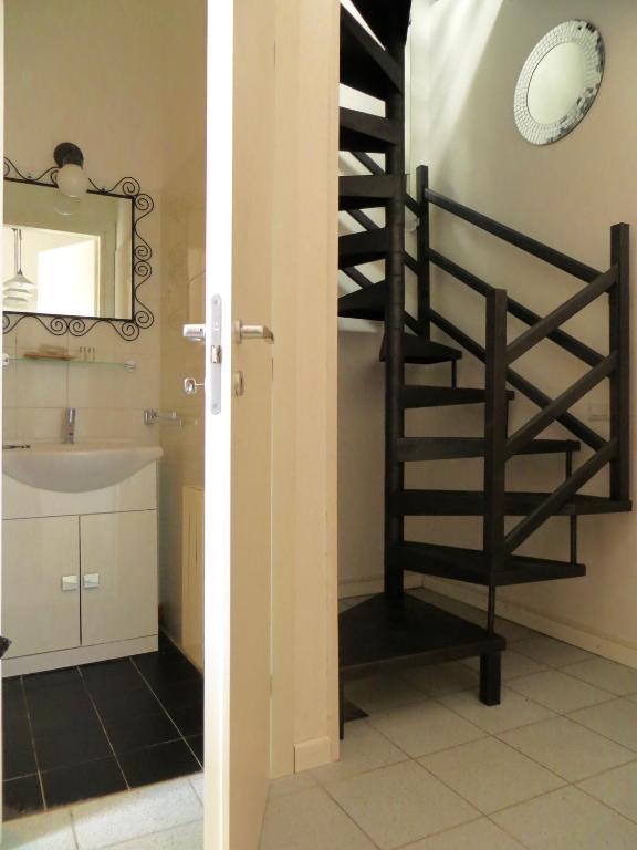 Apartment mister house porta venezia milan italy for Porta venezia metro
