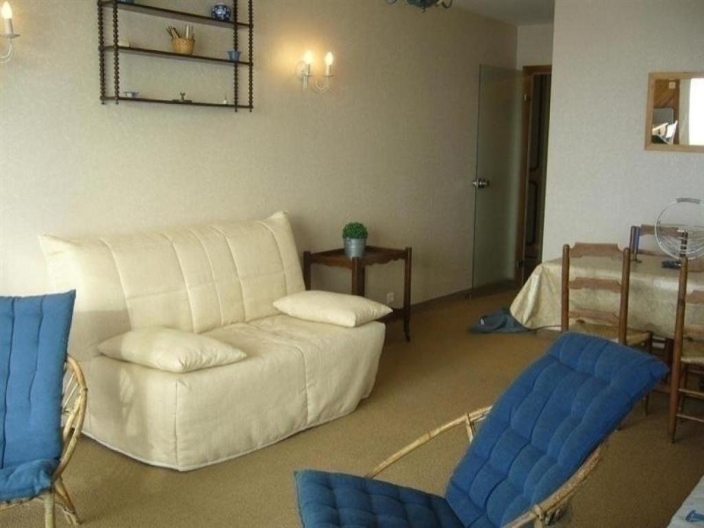 appartement avec tr s belle vue sur mer et plage locations de vacances les sables d 39 olonne. Black Bedroom Furniture Sets. Home Design Ideas