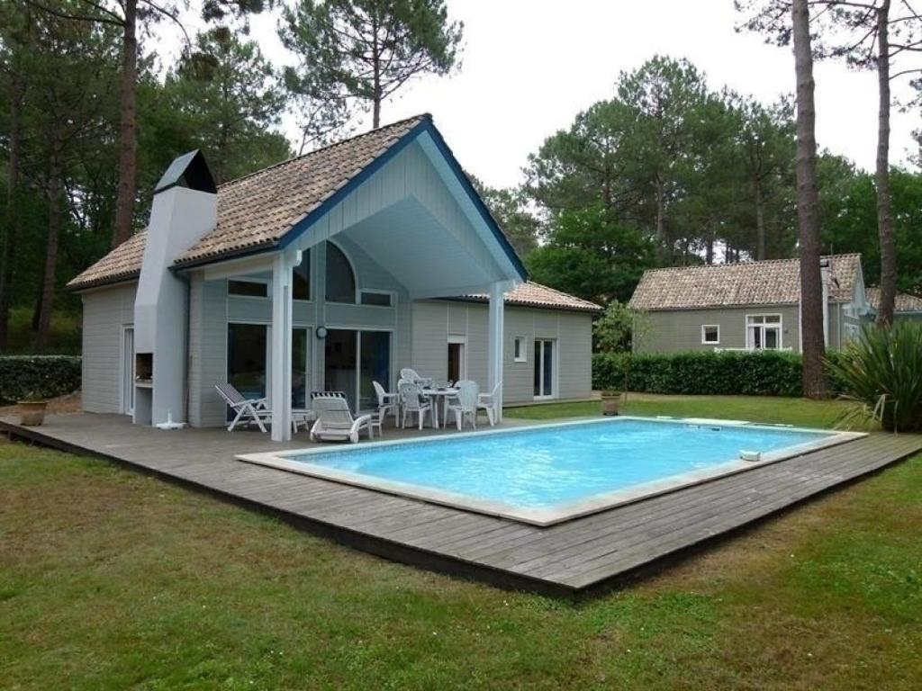Villa avec piscine sur le golf de biscarrosse villa for Piscine biscarrosse
