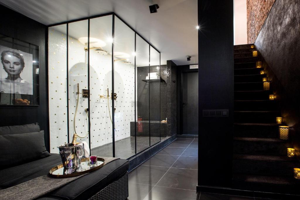 apartment chambre avec jacuzzi sauna privatif brussels including reviews. Black Bedroom Furniture Sets. Home Design Ideas