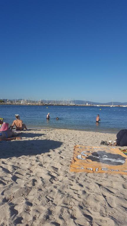 Apartamento appart vue sur mer et clim r nov fran a for Appart hotel hyeres