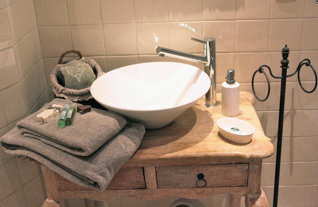 chambre d 39 h tes la villa molina besan on book your hotel with viamichelin. Black Bedroom Furniture Sets. Home Design Ideas