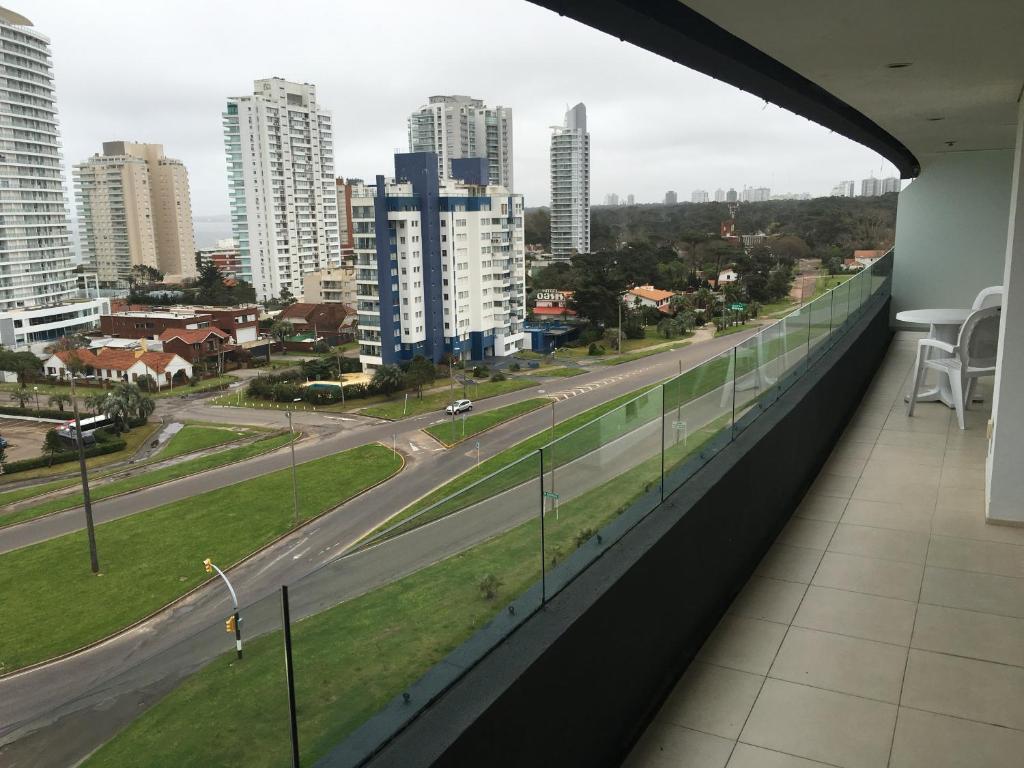 Departamento Torre Del Mar Avenida Francia Uruguay Punta Del Este  # Avenida Muebles Uy