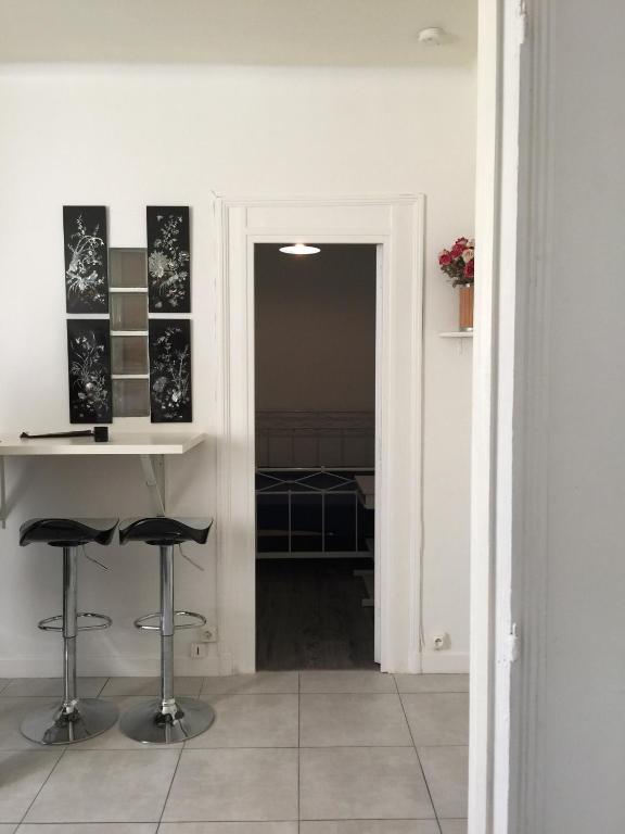 Apartment chaurais appart nogent sur marne france for Location appart meuble paris