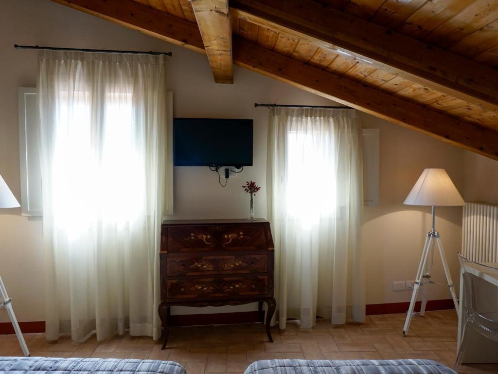 hotel vicino palazzo isolani bologna song - photo#36