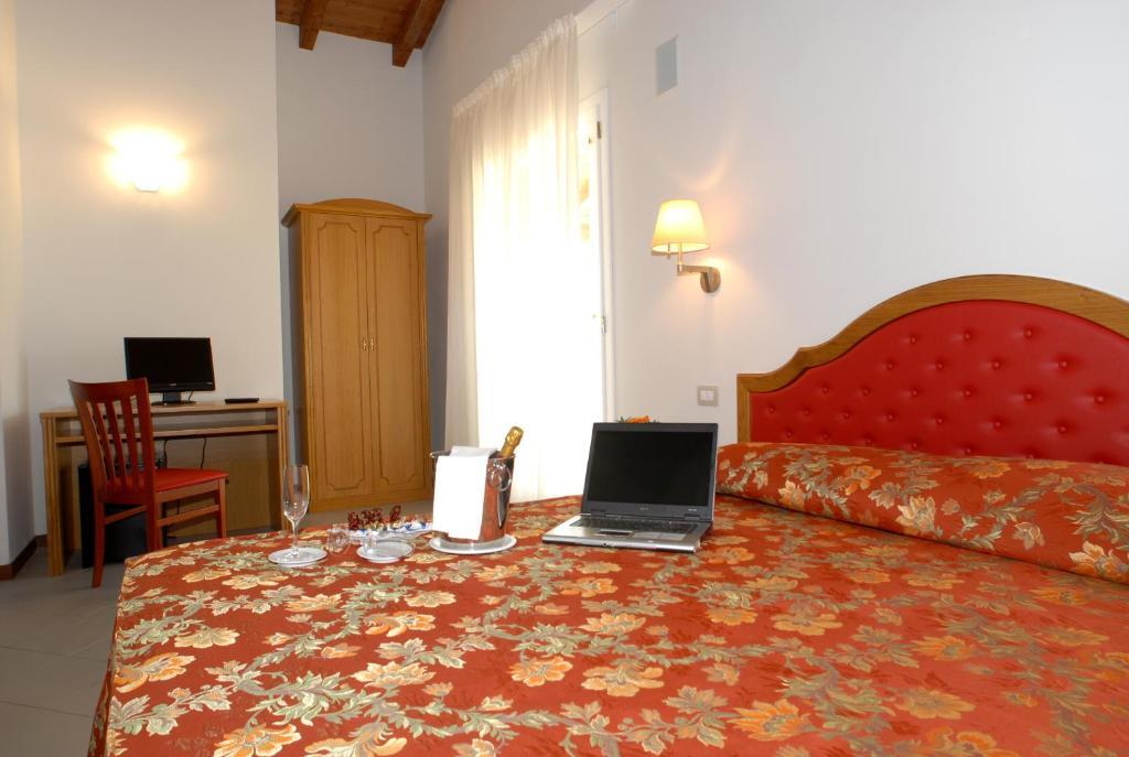 Villa aretusi casalecchio di reno reserva tu hotel con for Hotel a casalecchio di reno