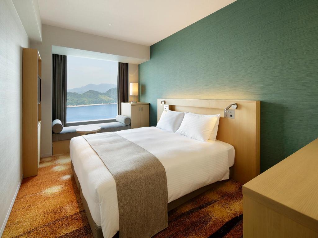 Una cama o camas en una habitación de Grand Prince Hotel Hiroshima