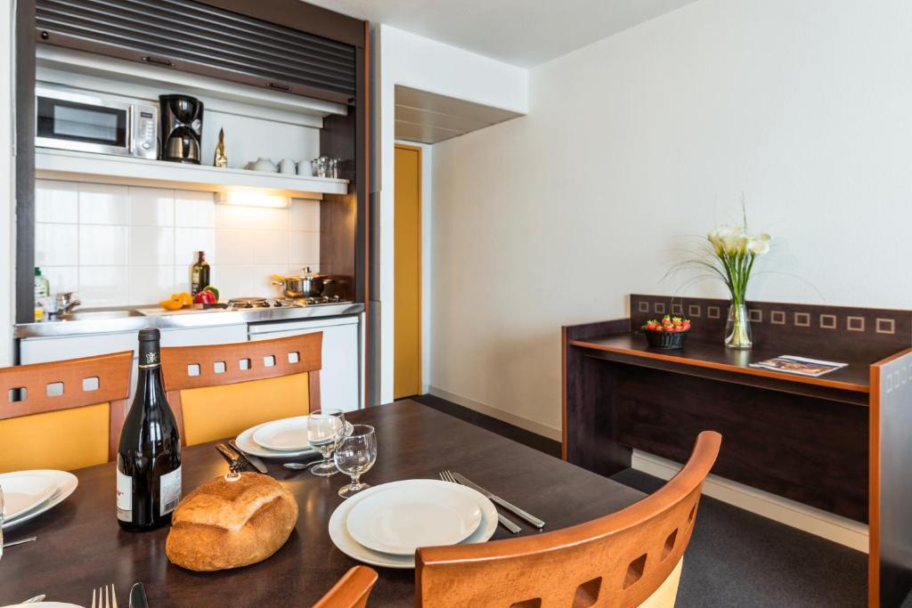 Aparthotel adagio access toulouse jolimont appart 39 hotels for Appart hotel jolimont