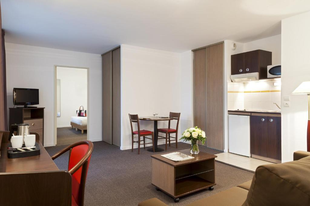 Comfort suites le port marly paris ouest saint germain - 3 avenue simon vouet le port marly 78560 ...