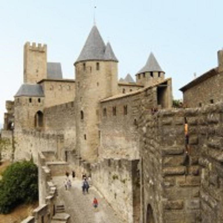 Aude cit city carcassonne book your hotel with for Hotels carcassonne