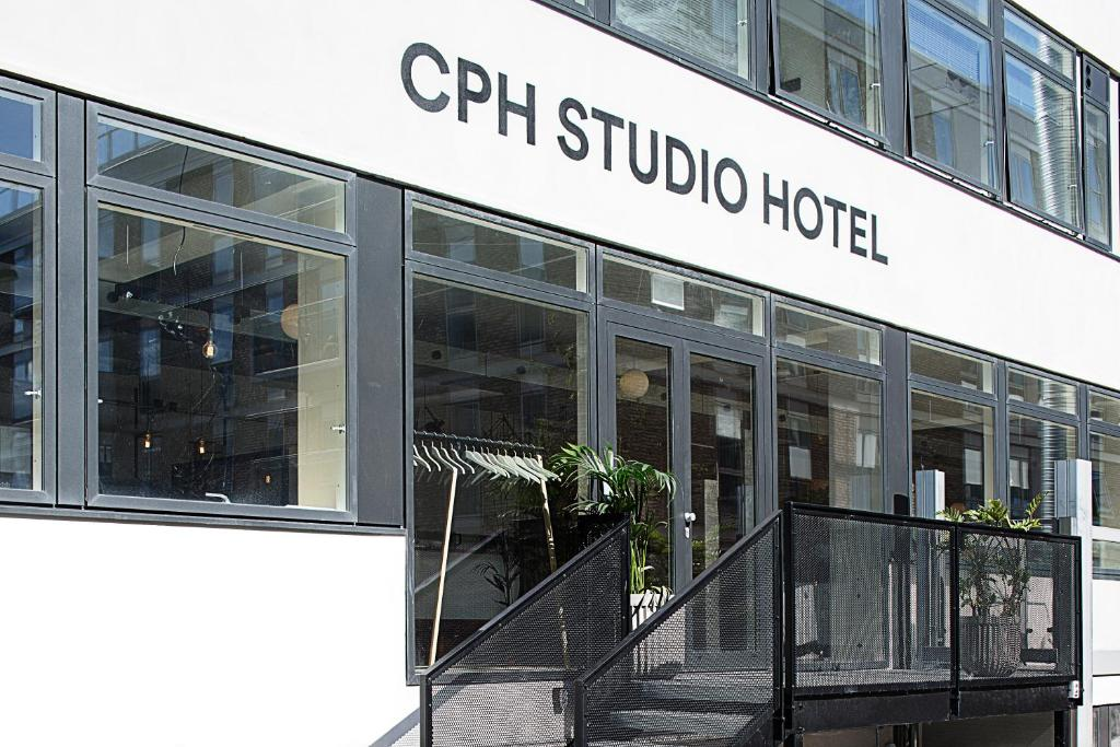 cph studio hotel copenhagen online booking viamichelin. Black Bedroom Furniture Sets. Home Design Ideas