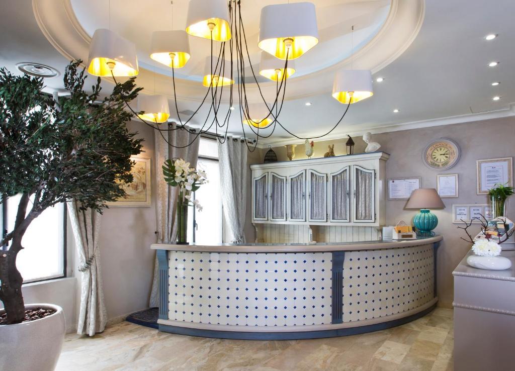 Hotel daumesnil vincennes vincennes reserva tu hotel con viamichelin - La poste daumesnil ...