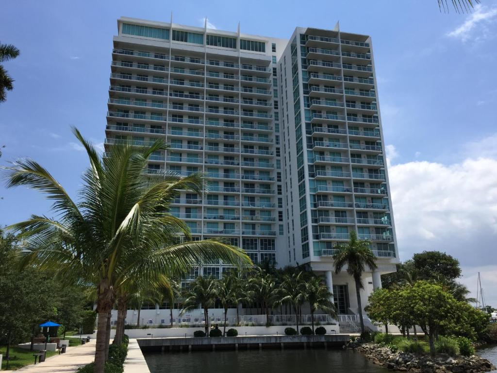 LYX Suites by the Miami River
