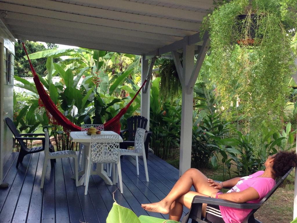 Un bungalow dans mon jardin fleuri baie mahault for Organiser un jardin fleuri
