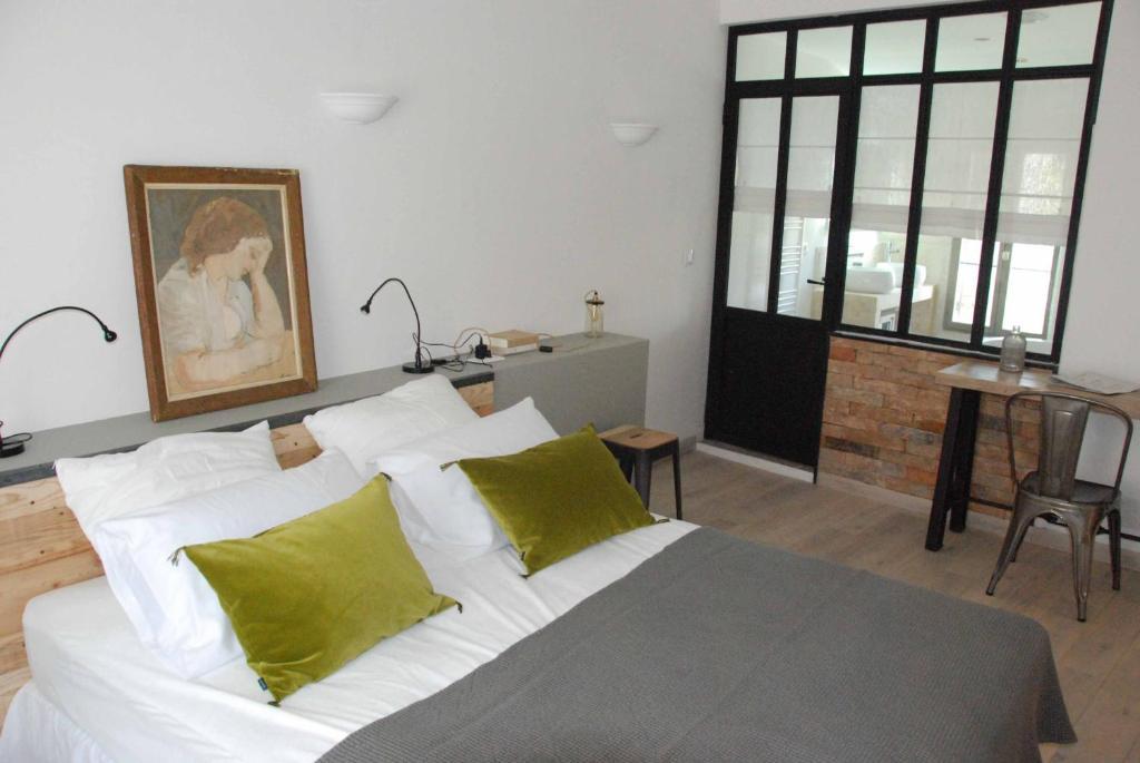 Chambres d 39 h tes les maisons d hortense chambres d 39 h tes saint r my de provence - Chambre d hotes salon de provence ...