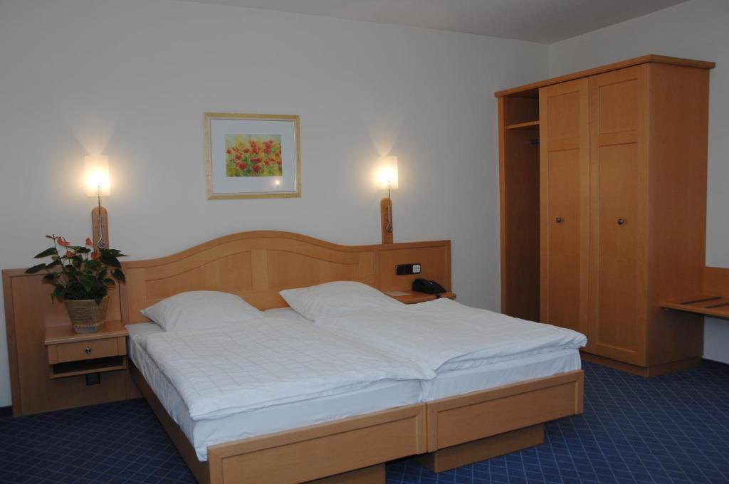 hotel zur eich remscheid prenotazione on line. Black Bedroom Furniture Sets. Home Design Ideas