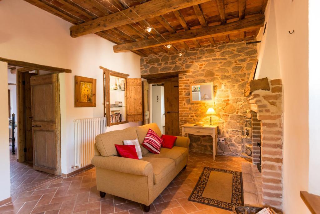 Apartment Casa di Pietra, Montefortino, Italy - Booking.com