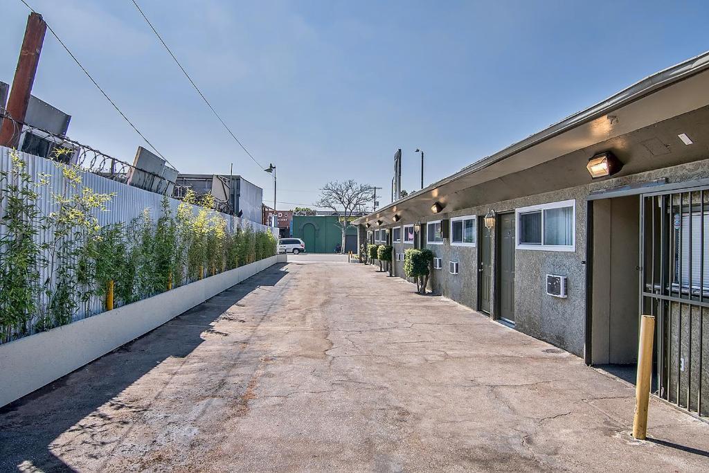 Ramona motel los angeles reserva tu hotel con viamichelin for Motel con piscina privada